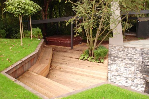 Een strakke tuin met schuine lijnen buiten leven for Tuinontwerp schuine lijnen